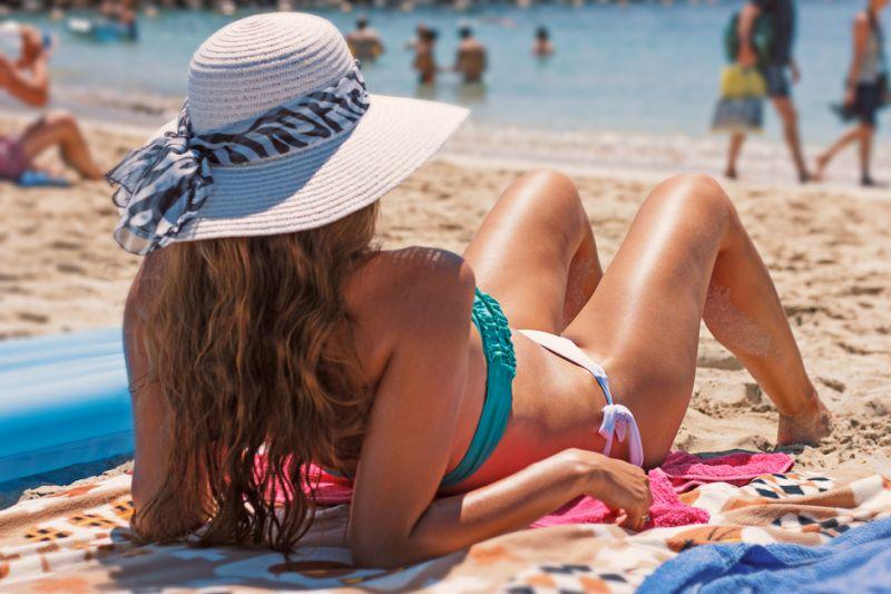 Los mejores consejos para tomar el sol de forma saludable este verano